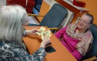 asp langhirano anziani giocano a carte